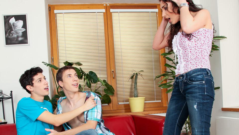 Male-Reality-My-Boyfriend-Is-Gay-02-Scene-01