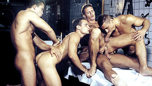Hung Bunch : Nikolas Kiss, Mihaly Tombor, George Vidanov, Thomas Williams, Daniel Kriley